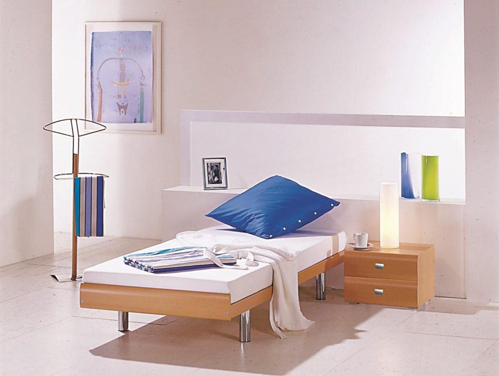 Hasena-Einzelbett mit Nachttisch