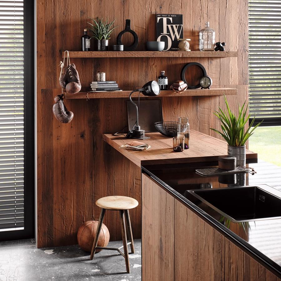 Küchenregale und Abstellfläche -Räuchereiche