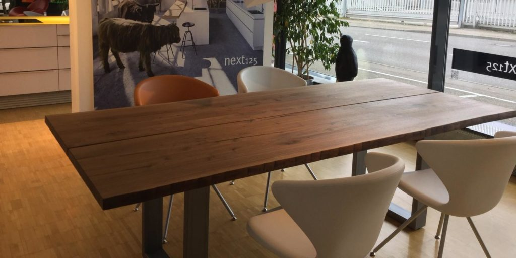 Möbel Weimer Hausausstellung - Massiver Holztisch
