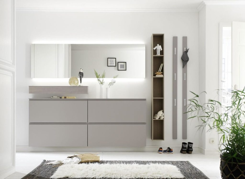 Sudbrock- Garderobe mit Hängeschrank und Spiegel