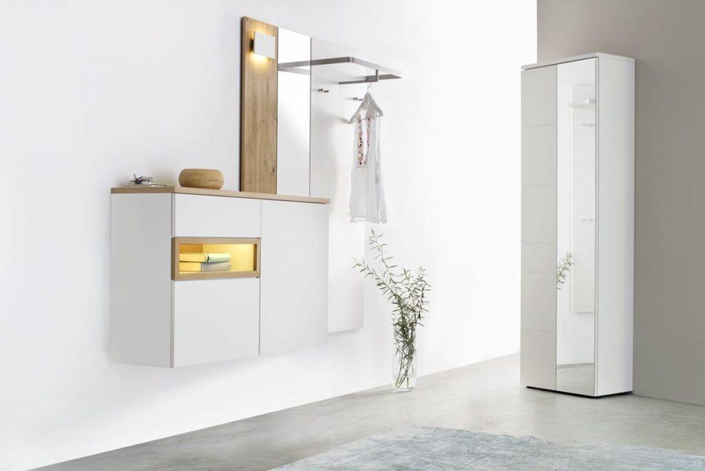 Sudbrock -Garderobe mit weissem Schrank