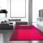Teppich in verschiedenen Rottönen.
