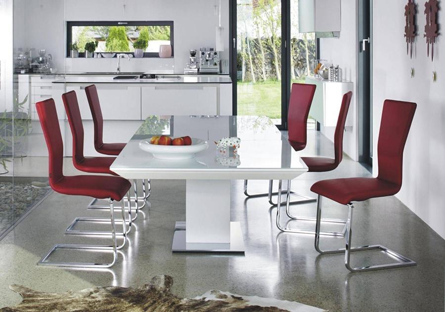 Esstisch - weiß - Lack - rechteckig- mit roten Stühlen