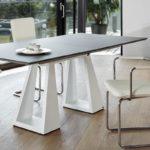 Moderner Esstisch - rechteckig - zwei weiße Standbeine