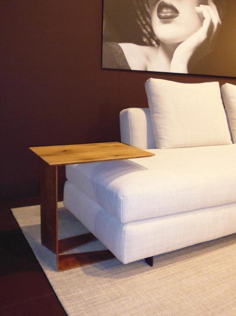 Pfiffiger Beistelltisch aus Holz für Sofas